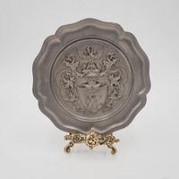 Оловянная настенная тарелка Герб
