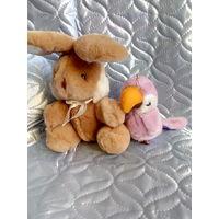 Мягкие игрушки, заяц, попугай, одним лотом.