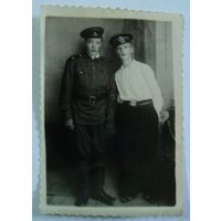 Фото друзей. 40-е годы. Размер 8-12см