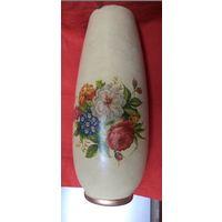 Высокая старинная ваза с ручным декором