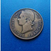 Французская Западная Африка 10 франков 1956 г. Продажа коллекции. #1049