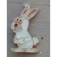 Значке  заяц