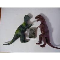 Два больших динозавра (тиранозавр и стегозавр)