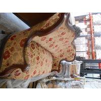 Большой антикварный набор мебели. Диван + 4 стула