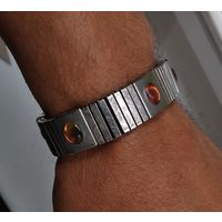 W: Магнитный браслет