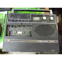 Магнитофон ПАРУС-301.