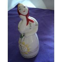 Статуэтка фарфоровая Девушка с подсолнухом.лот 8