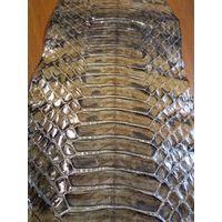 Шкура змеи ( кожа питона), фабричной выделки, коричневого цвета.