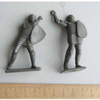 Солдатики рыцари 2 шт. с дефектами пластик произведено в СССР