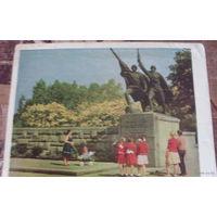 1965 год Калининград. Фрагмент памятника Героям Отечественной войны