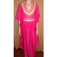 Розовое безразмерное платье