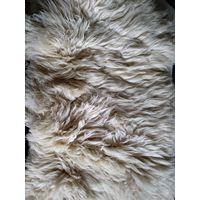 Овечья шкура декоративная с длинным ворсом,молочная,натуральная,без химической обработки.Размер 110х80 см. Польша.