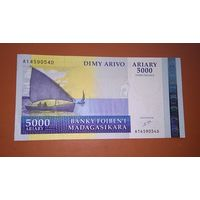 Банкнота 5000 ariary (25 000 francs) Madagascar  P-84 2003