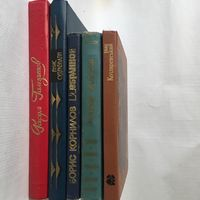 5 книг стихов великолепных поэтов разных времен и национальностей.