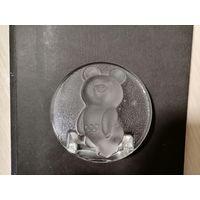 Мишка Олимпийский стекло