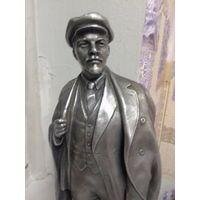 Статуэтка Ленин.