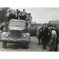 Вясковая гулянка 1960 -е годы  10х12 см