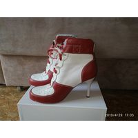 Ботинки женские на каблуках Kenneth Cole Reaction