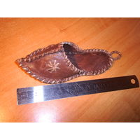 Кожаный сувенирный тапочек