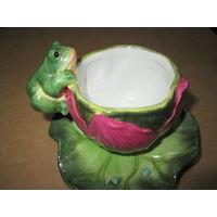 Чашка с лягушонком  с блюдцем,фаянс.