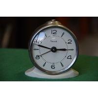 Часы будильник  Витязь    все работает .