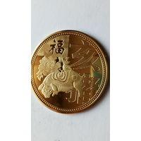 """Китай сувенирная монета """"Год свиньи"""" позолота. 38 мм. распродажа"""