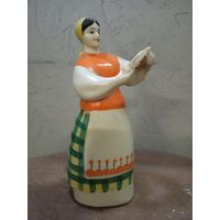 Фарфоровая статуэтка 'Девушка с кувшином' ЗХК Полонне