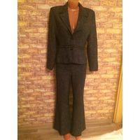 Красивый и стильный костюм Yuvita на 48 размер. Черно-серый цвет. Замеры внутри. Очень классно смотрится. обмен не интересует Замеры:  Пиджак - длина 60см, поталии 43 см  Брюки - поталии 42 см, длина