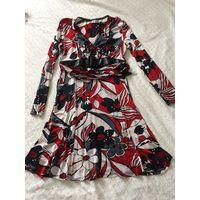 Цветастое платье с кожаным корсетом-поясом