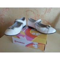 Туфли белые лакированные Flamingo р.30. Б/у. Хорошее состояние. Натуральная кожа внутри. На липучке. Размер 30.