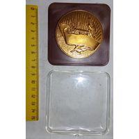 Настольная медаль Вiншуем, 55 год.