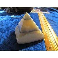Пирамида, оникс, 6 см.