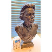 Скульптура!Бюст Масксима Горького , большой ,высота 35 см,подписной