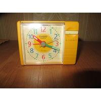 Часы-будильник Casio с подсветкой