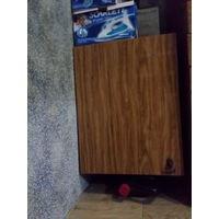 Шкаф с полкой внутри