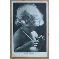 Девочка с бусами. Германия. 1960-е Подписана