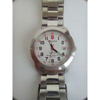 Часы Victorinox.