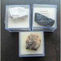 Минералы: альбит, сфалерит, черный турмалин.