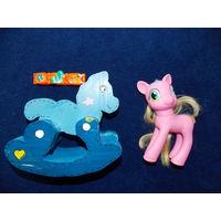 Конь-качалка из дерева+ Пони розовая + браслет с лошадкой. Все одним лотом.