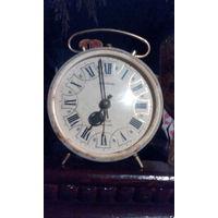 Часы-будильник из ссср