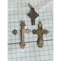 Три серебряных крестика