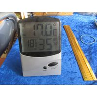 Настольный электронный термометр.