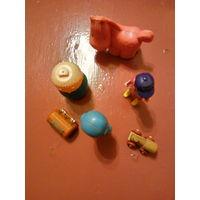 Маленькие игрушки.
