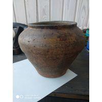 Старинный глиняный горшок с рубля