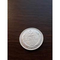 2 лата 1925 с рубля ( отличная монетка)