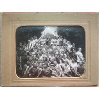 Групповое фото слушателей курсов комсомольских работников. 1930 г. На паспарту. 18х24 см.