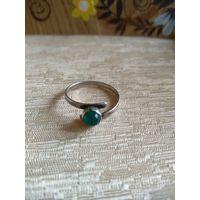 Старинное серебряное колечко с зеленым кабашоном. Клеймо.Проба 835.16 р