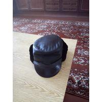 Новая шапка из натуральной кожи р58, с отворачивающейся отделкой из овчины, с козырьком