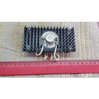 Радиатор алюминиевый с транзистором КТ 827В  ( лот 8 ) с рубля . Распродажа .