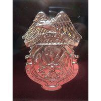 Настольная плакетка-жетон военной полиции армии США в оргстекле.